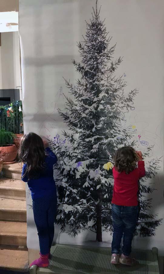 Décorer un sapin de Noël
