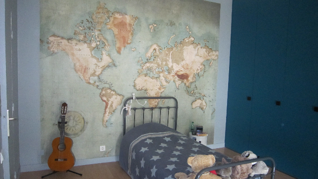 carte du monde d co et vintage dans la chambre. Black Bedroom Furniture Sets. Home Design Ideas