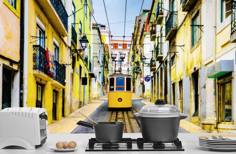 Tramway dans la vieille ville de Lisbonne
