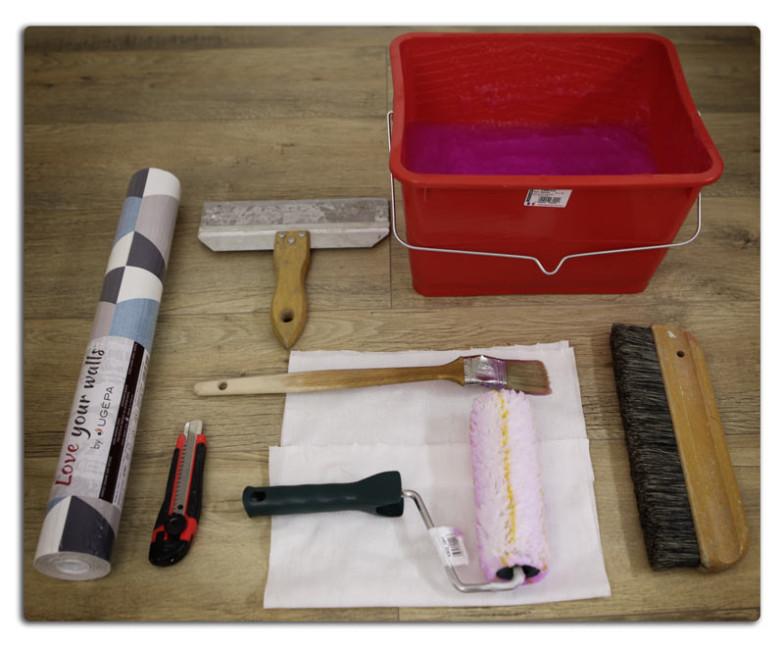 matériel pour poser du papier peint intissé