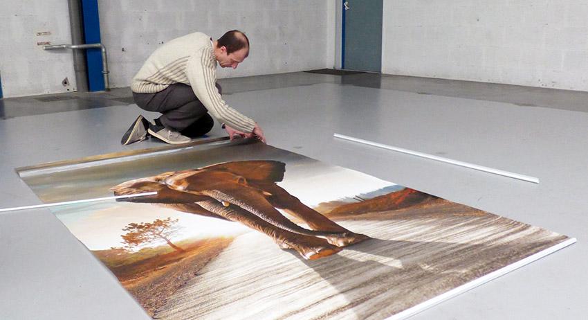 Pose et découpe de Tenture murale