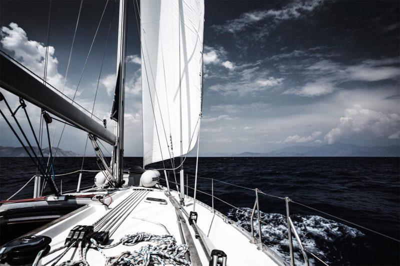 Tableau décoratif voilier sur la mer